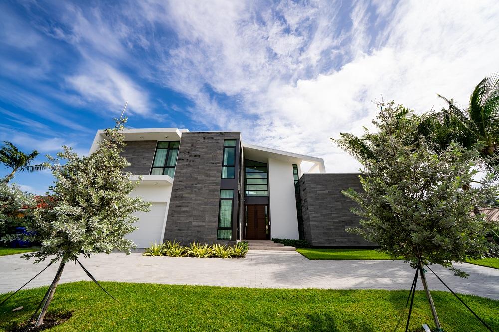 Сучасний будинок з алюмінієвими вікнами