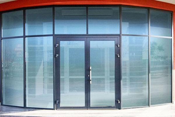 вхідні двостулкові двері