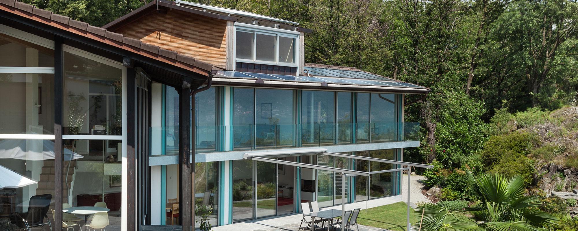 Панорамне скління фасадів будинків та балконів