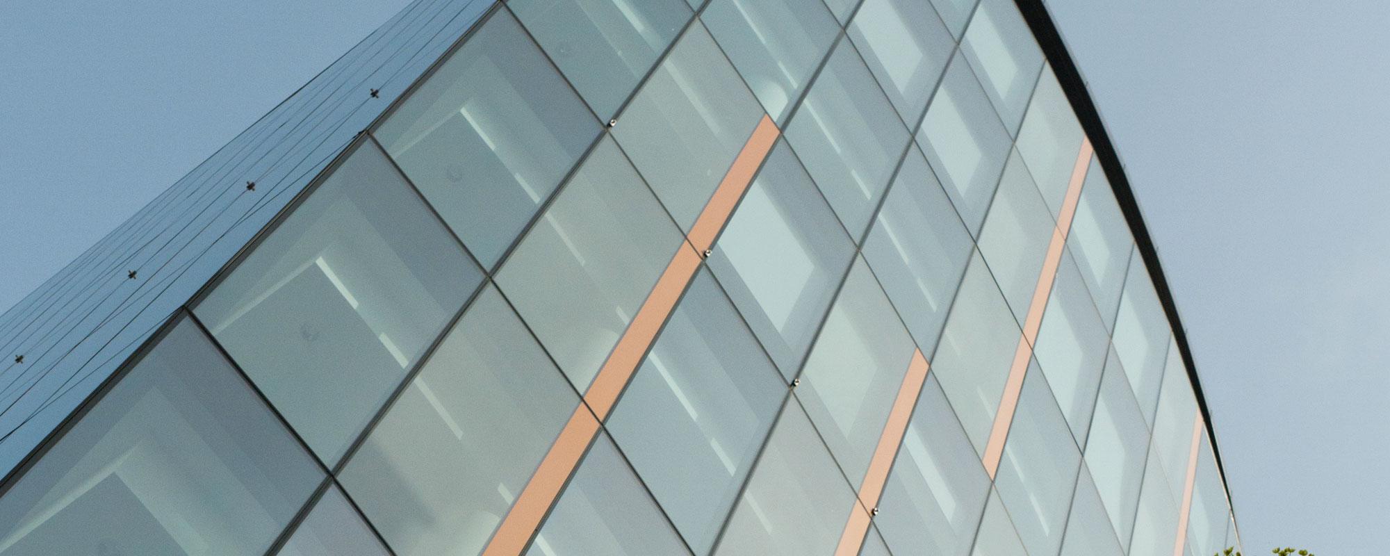 Структурне скління фасадів. Безрамне скління